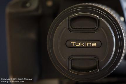 Pinch-type lens Tokina lens cap.